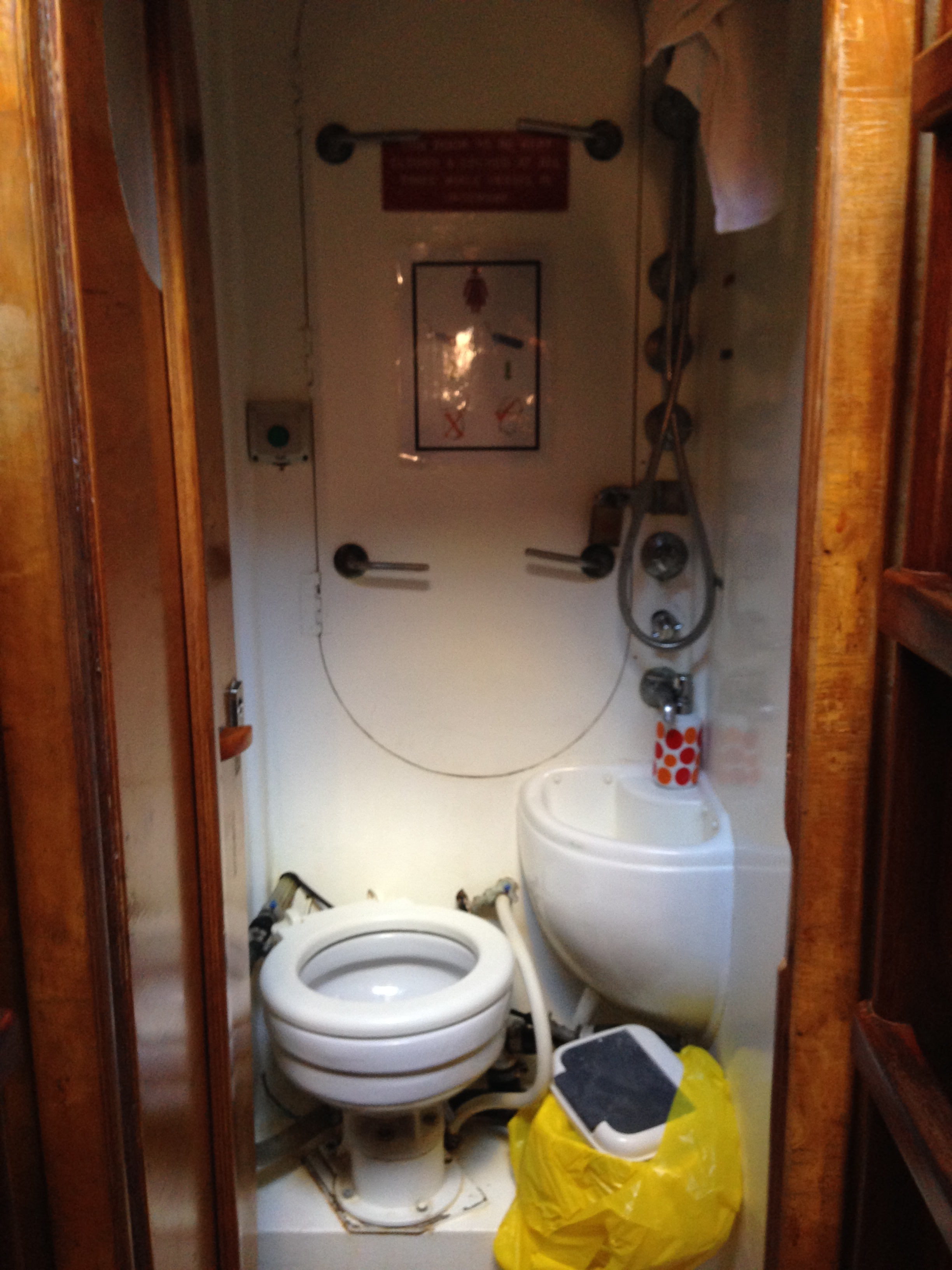 Boats with bathrooms 28 images the interior is modest and cozy boat decor advisor show boat Small yacht bathroom design